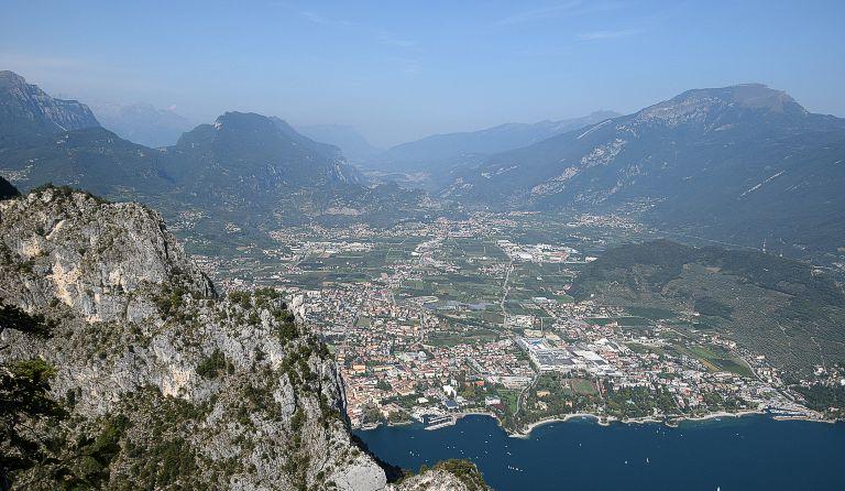 Klettersteig Gardasee : Cima capi 909 m klettersteig via ferrata fausto susatti gardasee