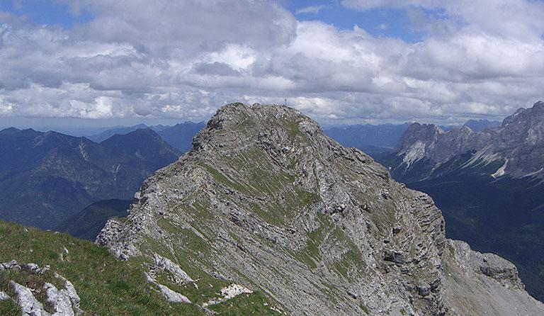Daniel 2340 M Upsspitze 2332 M Ammergauer Alpen Tirol