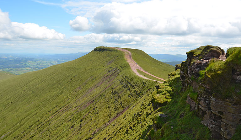 Pen y Fan (886 m), Corn Du (873 m)